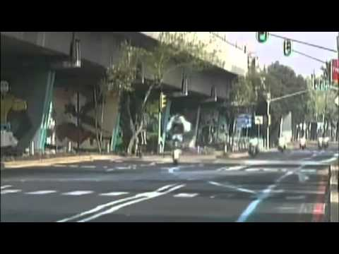 Policial mexicano esquece do quebra mola e cai feio