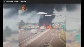 Bologna:Cisterna esplode in A14