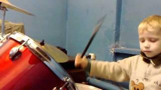 4-х летний барабанщик-Митрич (Drum Solo). группа Секс Бойз
