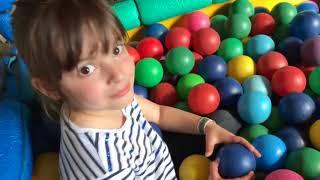 ESCONDE ESCONDE NO PARQUINHO - hide and seek in the playground for kids - CLUBINHO DA LAURA
