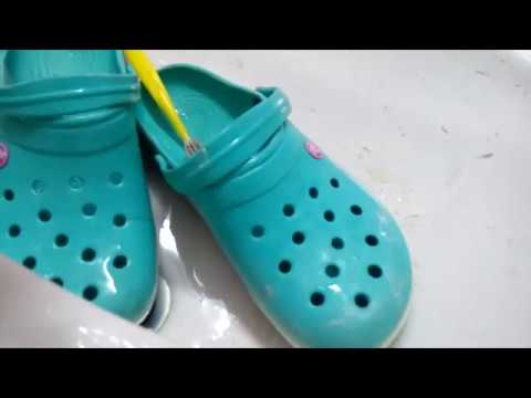 How to clean a crocs easily using basic tools
