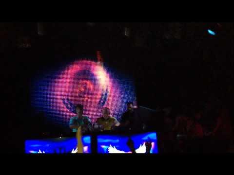 Hard Rock Sofa vs Adele