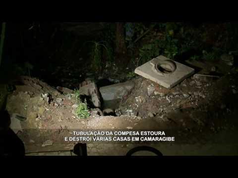 Água destrói casas