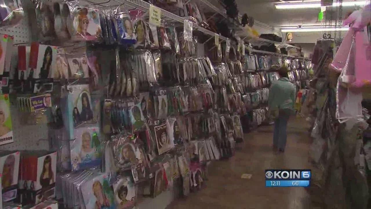 beaverton's halloween warehouse closing after 25 years - youtube