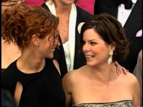 Julia Roberts & Marcia Gay Harden at 2002 Oscars