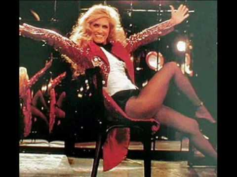 Dalida - Mourir sur scène.wmv