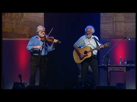The Foxrock Hornpipe/ Ostinelli's Hornpipe - The Dubliners (Vicar Street | The Dublin Experience)