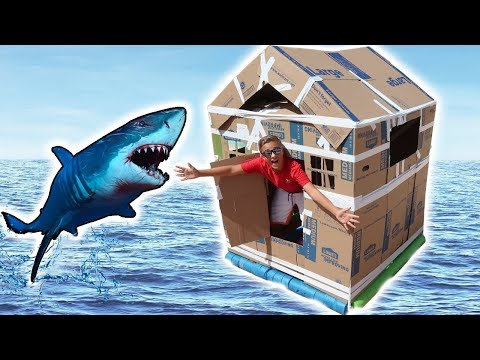 ULTIMATE FLOATING CARDBOARD BOX FORT! DOES IT SINK on The SWIMMING POOL Challenge?! 💦📦💦