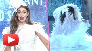 Shweta Bachchan Nanda Almost Falls On Ramp   Catwalk Blunder