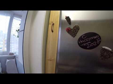 Полка между холодильником и стеной своими руками
