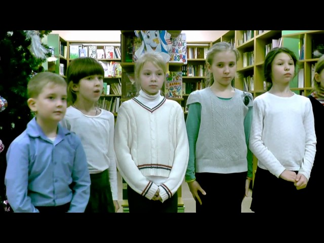 Изображение предпросмотра прочтения – «Учащиеся третьего класса» читают произведение «Рассказ о неизвестном герое» С.Я.Маршака