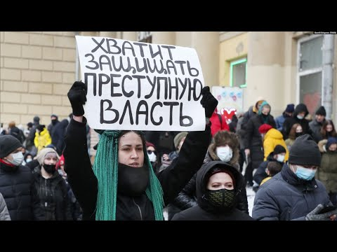 Путин против Навального: акция на фоне послания