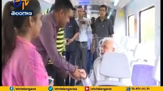 Narendra Modi | Travels by Delhi METRO | with Co-Passengers