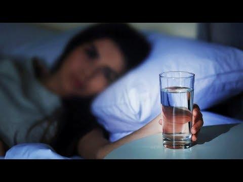 Можно ли пить воду перед сном на ночь, в каких количествах и что добавить