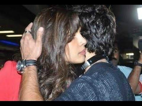 Priyanka Chopra And Shahid Kapoor Hug At IIFA Awards 2016