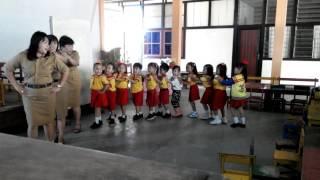 """Cara Guru TK Mengajar Bernyanyi """"Naik Kereta Api"""""""