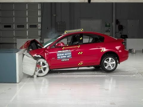 2004 Mazda 3 Moderate Overlap IIHS Crash Test