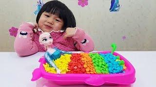 Frozen Elsa Doll Bath Time Candy Surprise Toys Learn Colors, Nữ Hoàng Elsa Tắm Kẹo Đồ Chơi Bất Ngờ