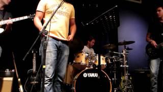 UNO Band en Wine Oh's, Calgary. UNO Band esta conformada por: - Art...