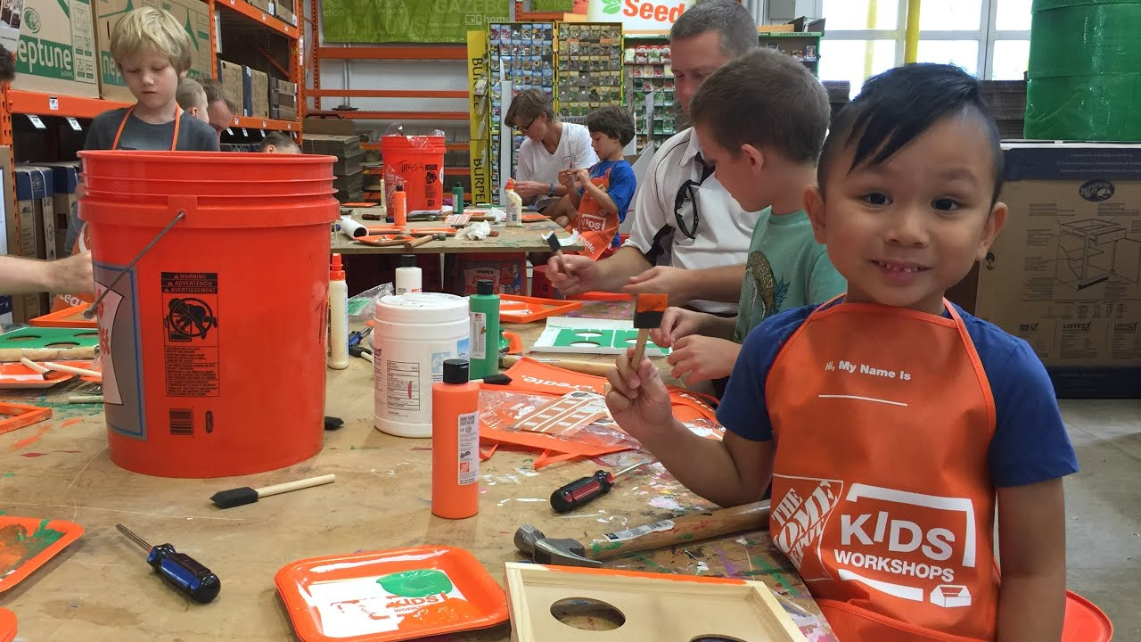 Home Depot Kids Workshop   Football Bean Bag Toss Cornhole Game