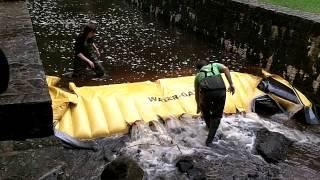 barrage anti pollution rivière
