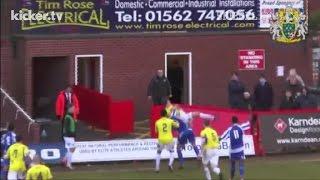Kurioses Foul: Bodyslam auf dem Fußballplatz