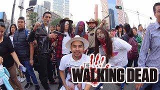 Los personajes de the walking dead en la marcha zombies