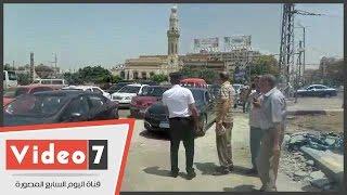 بالفيديو.. نائب المحافظ يعطل المرور بمصر الجديدة..ومواطن: