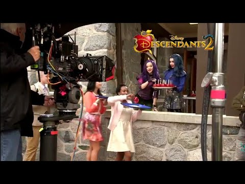 It's going down | Opening behind the scenes | Descendants 2 🍎
