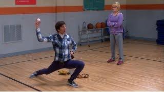 El LANZAMIENTO de Howard (1/2)   The Big Bang Theory (Latino)