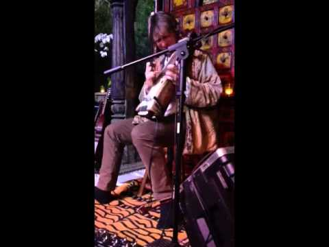Hans Christian live looping with sarangi