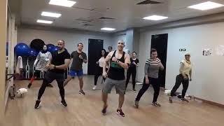 رقص زومبا علي اغنيه محصلش حاجه  سميره سعيد