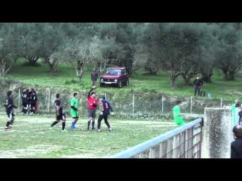 Άγριο ξύλο σε ποδοσφαιρικό αγώνα στην Ηλεία.