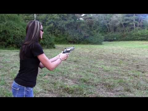 KIRSTI from Brandon401401 SHOOTS the 500 MAGNUM!