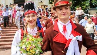Wesele Kurpiowskie - korowód ulicami Kadzidła