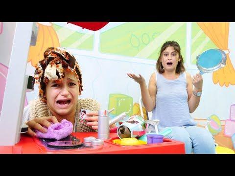Komik video. Temizlikçi Asu Ela Ayşe'nın evini topluyor!