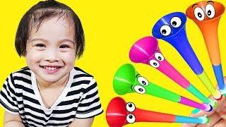赤ちゃん童謡はカラフルなトランペットで子供のための色を学ぶ - Kids Pretend Play with Colorful Trumpet