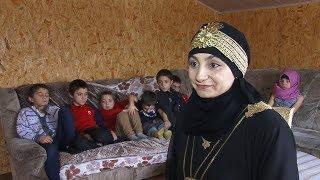 Крымская мусульманка одна воспитывает 9 детей по нормам религии