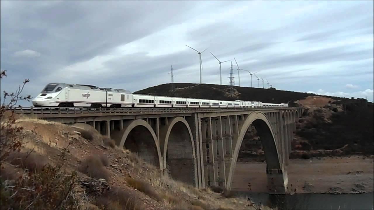 Resultado de imagen de tren alvia sobre un viaducto