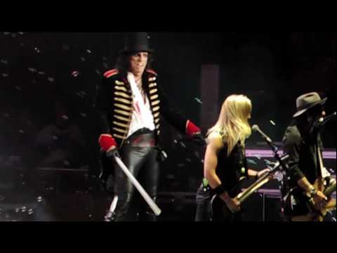 Alice Cooper - School's Out (encore) - Live Budweiser Stage Toronto 2017