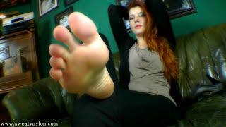 Repeat youtube video Goddess Victoria's Smelly Feet (1080p)