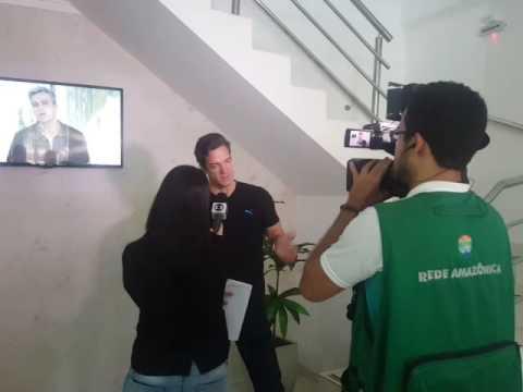 Ator Carlos Machado dando entrevista para rede globo falando sobre Hinode