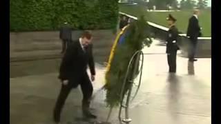Янукович. Вінок-Семечки-Яйца