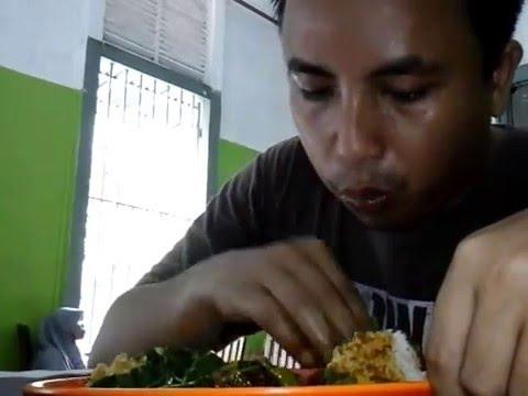 wisata-kuliner-nasi-padang-nikmat-hingga-keringat-full
