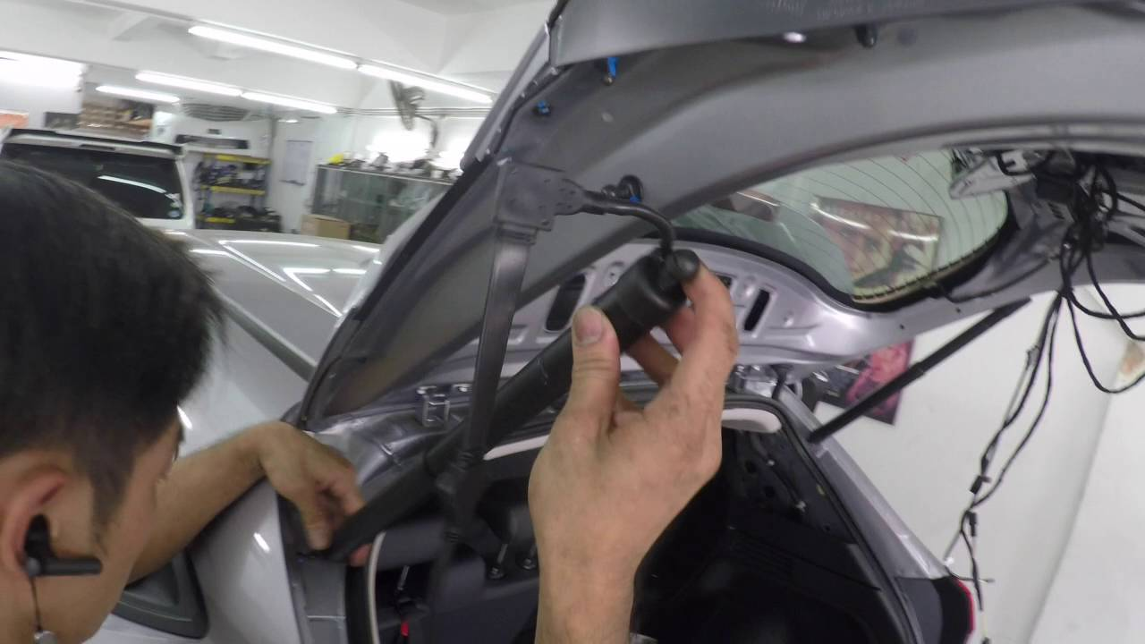Honda HRV - Aftermarket power boot - YouTube