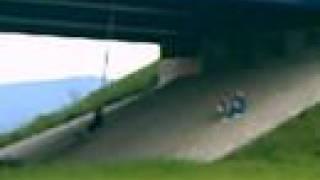 Houpačka pod mostem