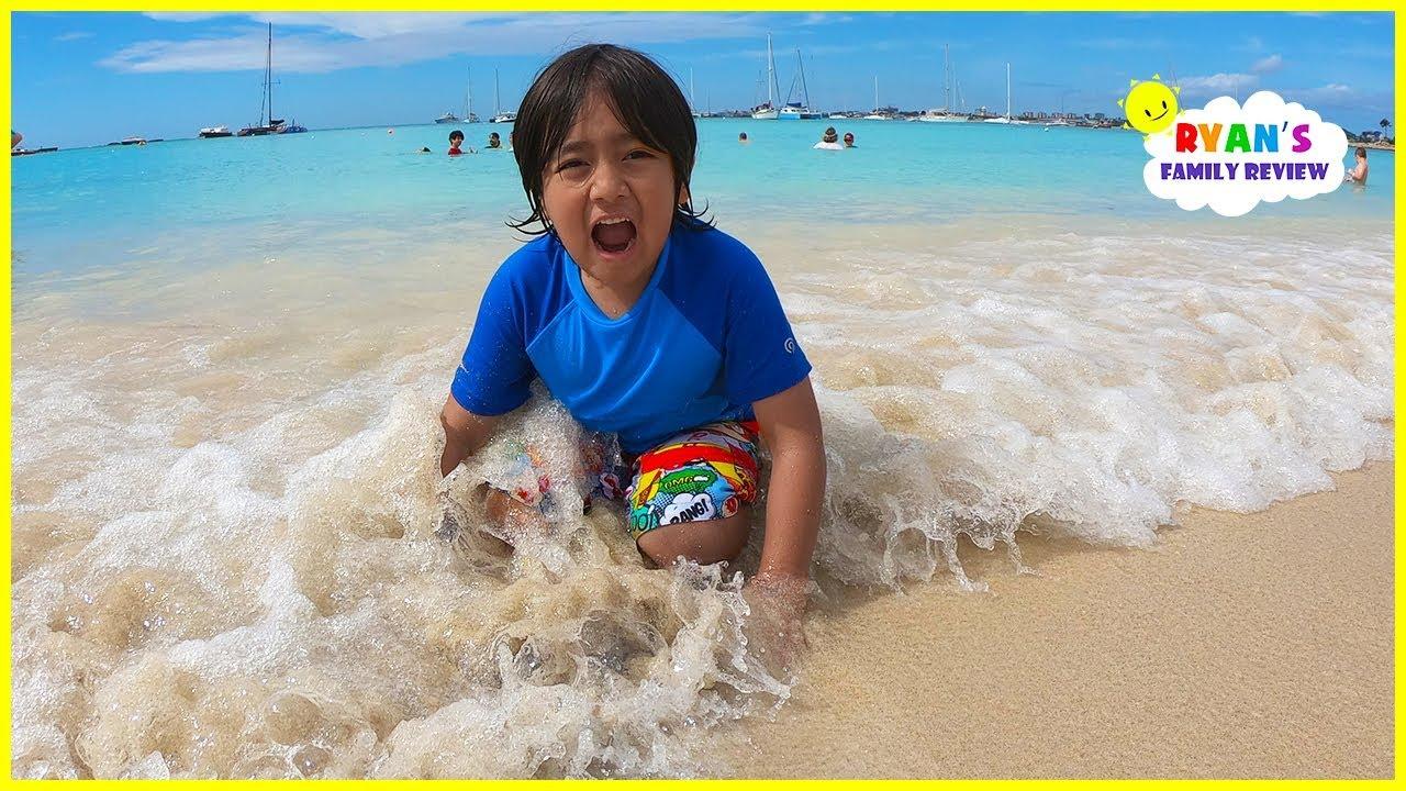 Familienspaßtag am Strand und mit Ryan's Family Review im Sand spielen !!! + video