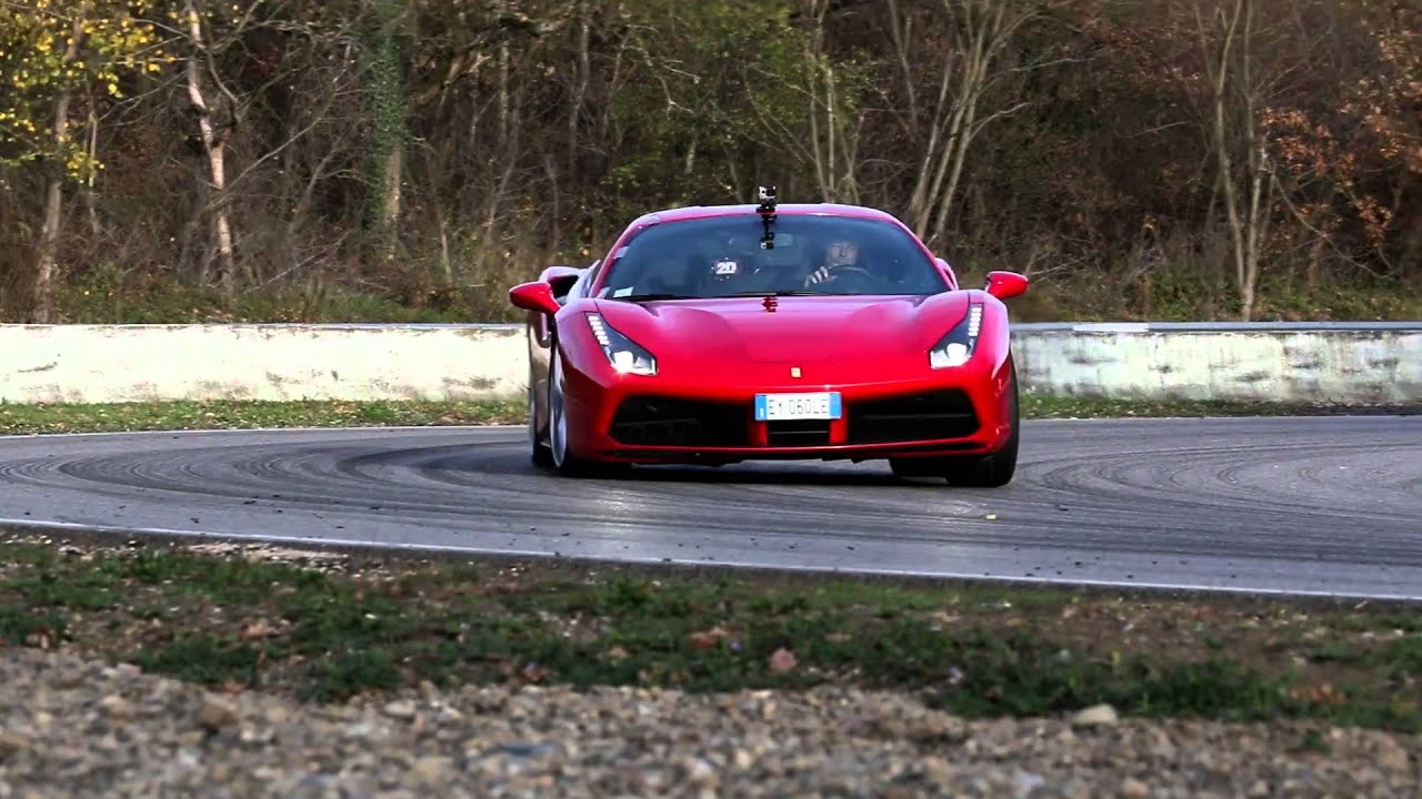 ferrari 488 gtb test in l 39 anneau du rhin sport auto youtube. Black Bedroom Furniture Sets. Home Design Ideas
