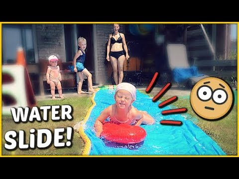 SUPER WATER SLiDE iN DE TUIN! 😱   Bellinga Familie Vloggers #1412