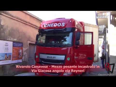 Rivarolo Canavese - Mezzo pesante incastrato in Via Giacosa angolo via Reyneri